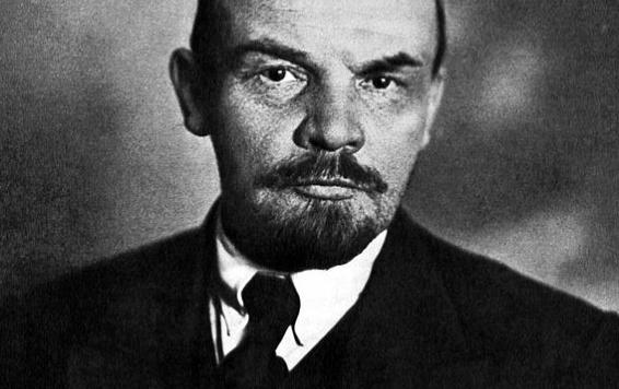 568px-Lenin_566_356_c1
